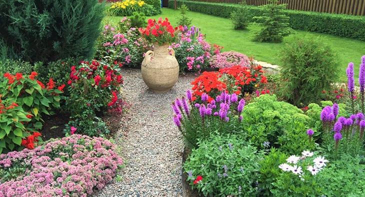 Цветы в ландшафтном дизайне: выбор, варианты посадки, удачные композиции