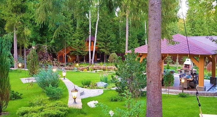 Дизайн двора частного дома: идеи благоустройства и озеленения